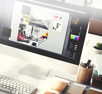 Desktop PC mit geöffnetem Bearbeitungsprogramm