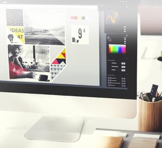 Desktop Pc mit Bearbeitungsprogramm geöffnet